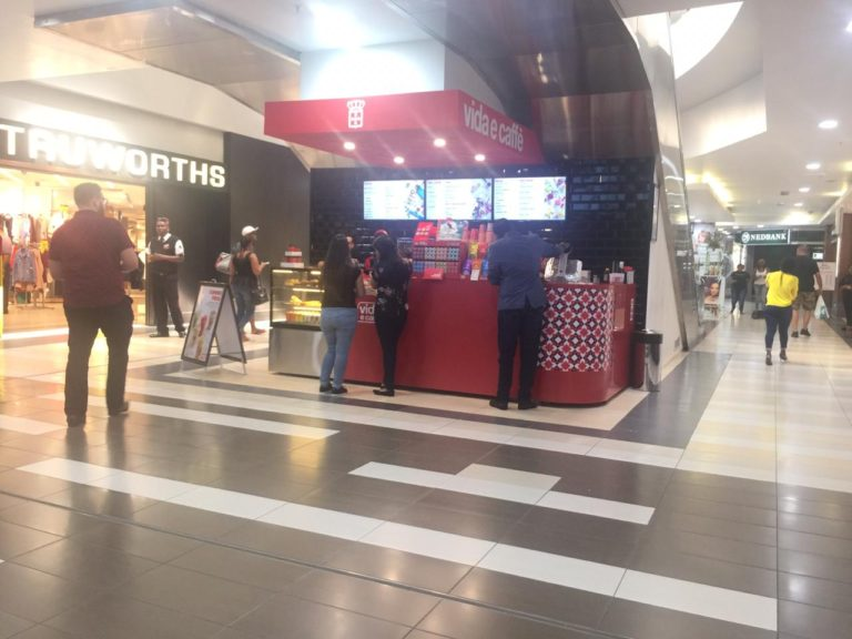 Vida e caffè And Mall Ads Capture Clients With New Kiosk